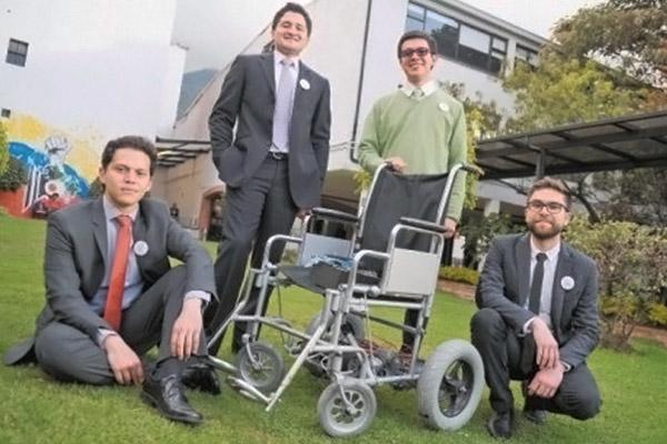 Unicentralistas crean silla de ruedas que se mueve con los ojos