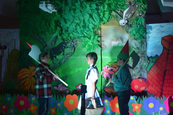 Más de 400 niñas y niños aprenden inglés a través de las artes