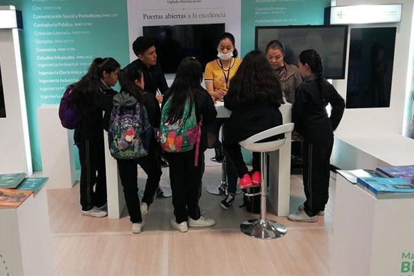 Taller de Torres de Hanoi para estudiantes de colegios bogotanos