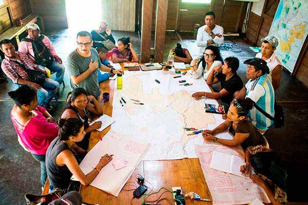 Analizan relación entre comunicación, docencia y paz