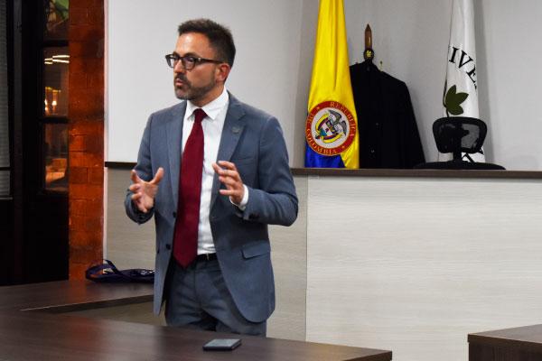 Experto en derecho procesal de la Universidad de Valencia en la UC