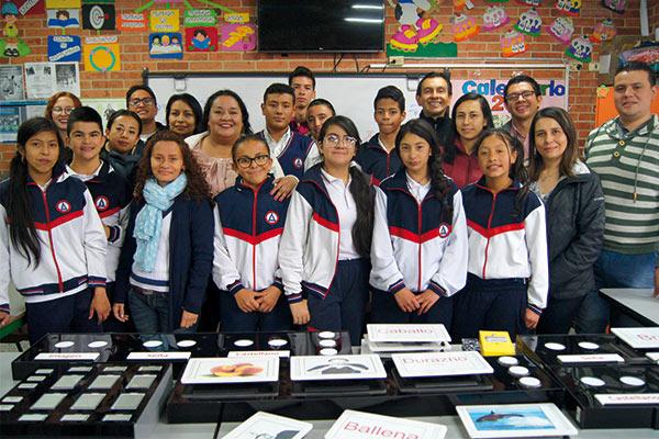 U. Central entregó dos tableros para niños y niñas sordos de colegio distrital