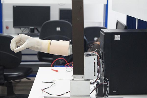 U. Central desarrolla brazo mecatrónico para apoyar a personas tetrapléjicas