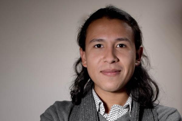 Luis Carlos Castro, egresado de Arte Dramático, gana premio de dramaturgia