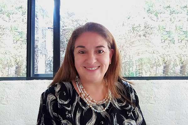 Bibiana Alvarado, directora de la Escuela de Estudios Transversales