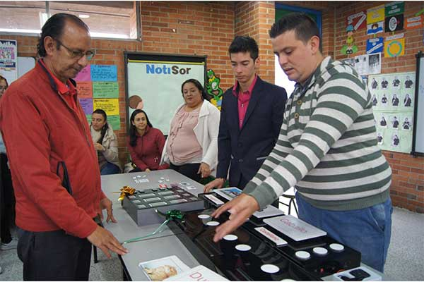 La U. Central obtiene patente por sus tableros de enseñanza para personas en condición de discapacidad