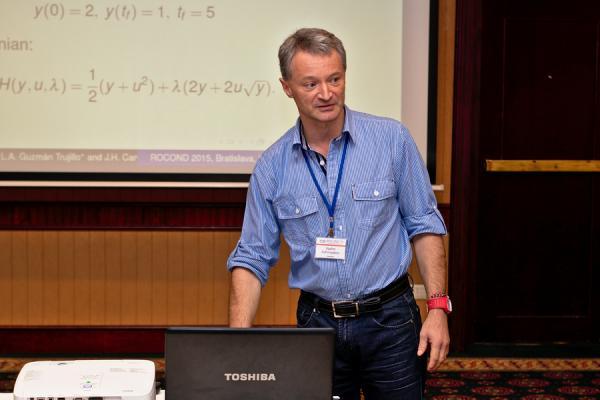 Vadim Azhmyakov, docente investigador de la U. Central