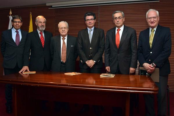 Exposición del Dr. Fernando Sánchez abierta al público ...
